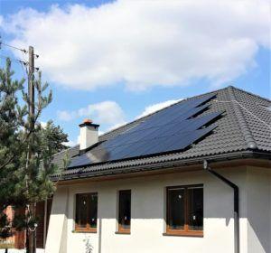 Dom jednorodzinny w okolicy Ogrodzieńca - dodatkowe optymalizatory mocy, aby zniwelować straty energii spowodowane okresowym zacienieniem przez komin